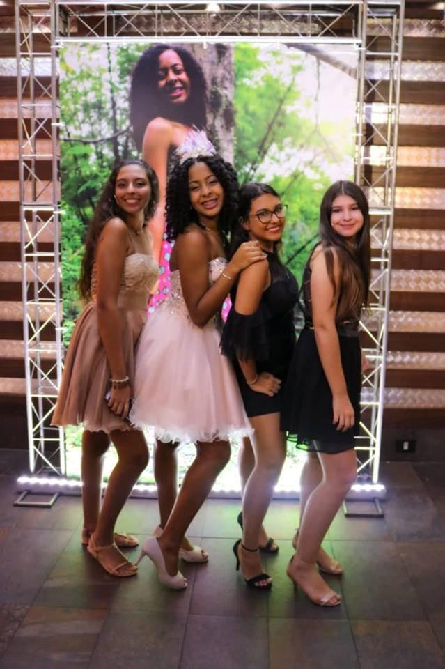 Jornal Vida Brasil Texas Gabi-8 A festa de 15 anos de Gabriela Lima. Foi  inesquecível. Destaques Social & Eventos