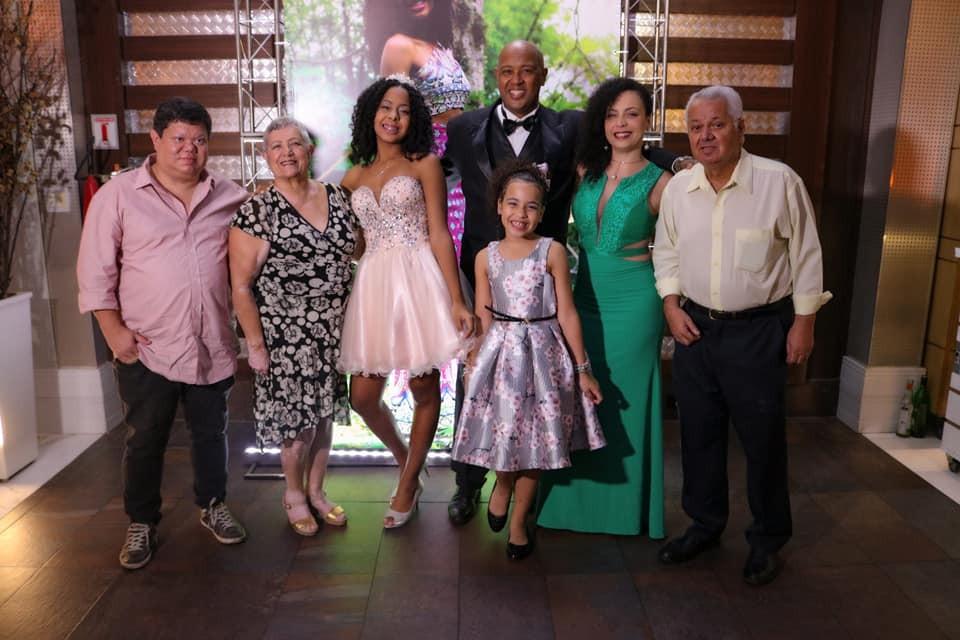 Jornal Vida Brasil Texas SERGINHO-GABI A festa de 15 anos de Gabriela Lima. Foi  inesquecível. Destaques Social & Eventos