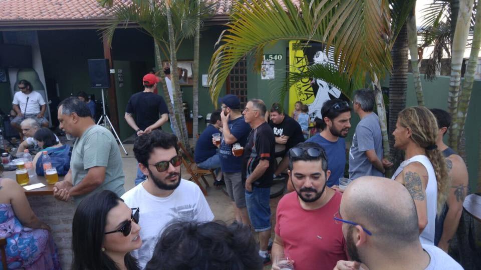 Jornal Vida Brasil Texas mafiosa-quintal-2 MAFIOSA CERVEJARIA , Valinhos, SP, lugar perfeito para quem gosta de saborear uma cerveja artesanal de alto nível. Arte & Cultura Destaques