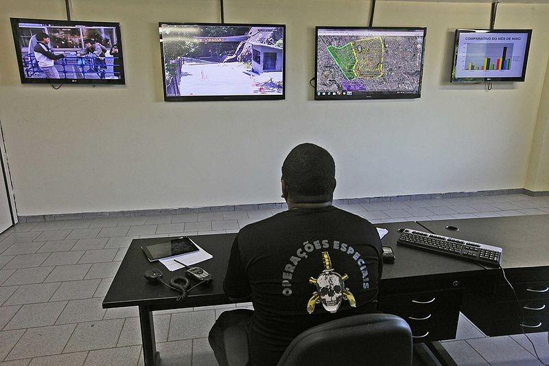 Jornal Vida Brasil Texas Radio-2 Crônica - Coisas horríveis aconteceram na nossa chegada em BH. Vejam o relato abaixo e muito cuidado com malas nos aeroportos. A noite que entrei para o mundo do crime. (O caso da mala). Destaques News