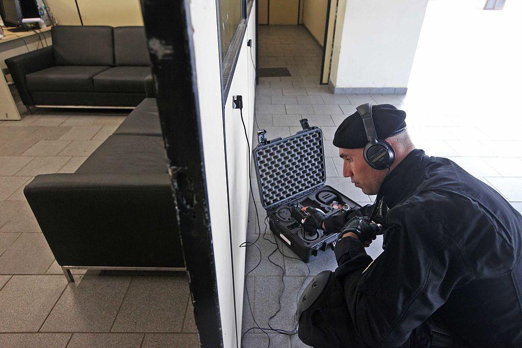 Jornal Vida Brasil Texas Radio-policia Crônica - Coisas horríveis aconteceram na nossa chegada em BH. Vejam o relato abaixo e muito cuidado com malas nos aeroportos. A noite que entrei para o mundo do crime. (O caso da mala). Destaques News