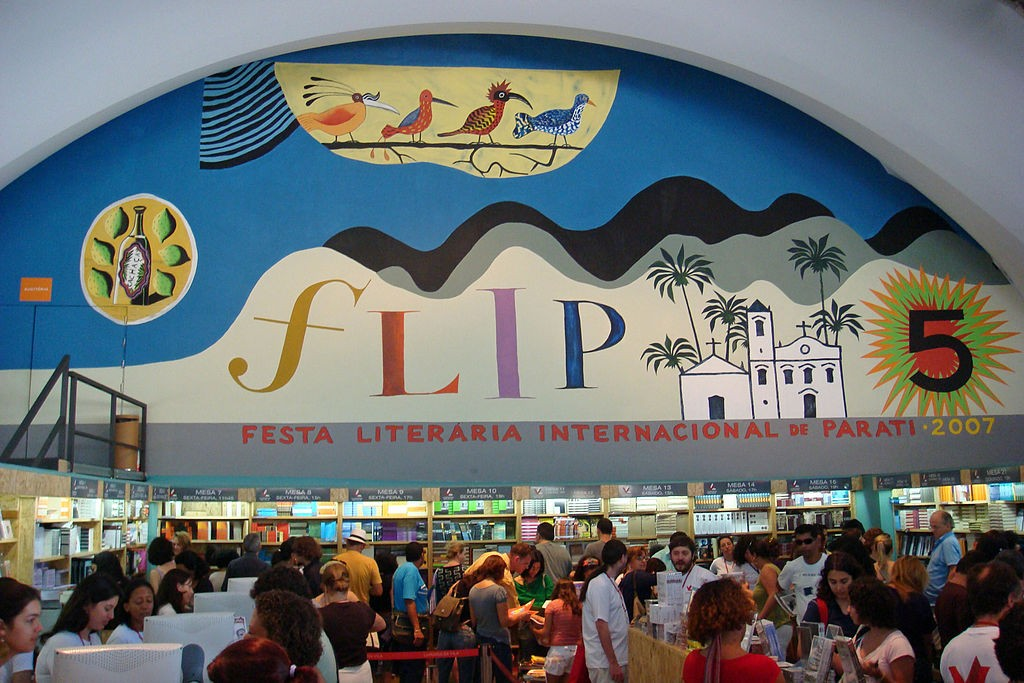 """Jornal Vida Brasil Texas Festival-parati """"VIP"""" Ariel Seleme - Diplomata, Economista, Escritor e colaborador assíduo das nossas publicações - Divirtam-se com o Caso das Malas. Destaques Featured News"""