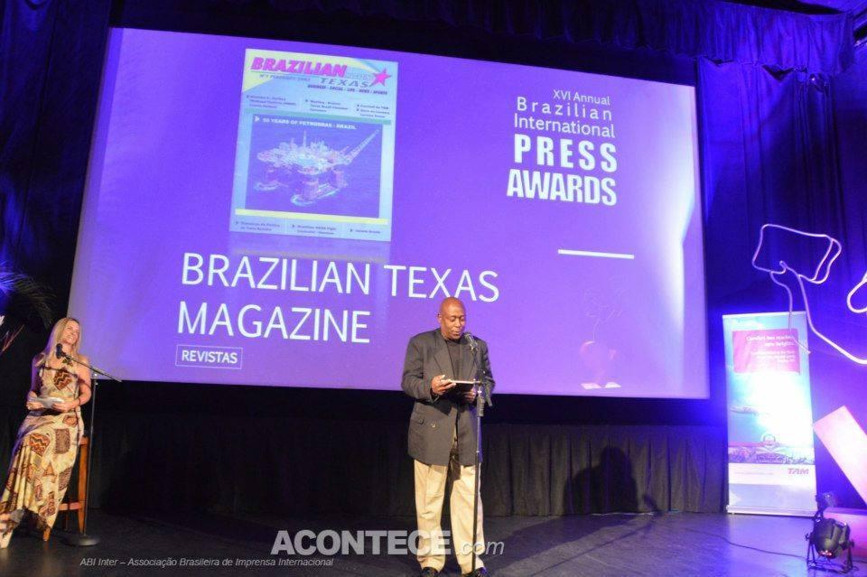 """Jornal Vida Brasil Texas REVISTA-10 """"VIP"""" Ariel Seleme - Diplomata, Economista, Escritor e colaborador assíduo das nossas publicações - Divirtam-se com o Caso das Malas. Destaques Featured News"""