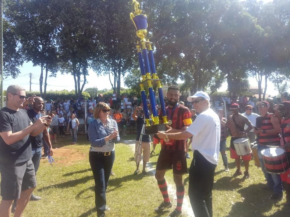 Jornal Vida Brasil Texas Taca-Campeao-final Futebol amador no interior de SP -  O Urano é tetra-campeão da Copa Zona Sul 2019 em Bady Bassitt - O capitão Vitão Lima levantou a Taça Destaques News