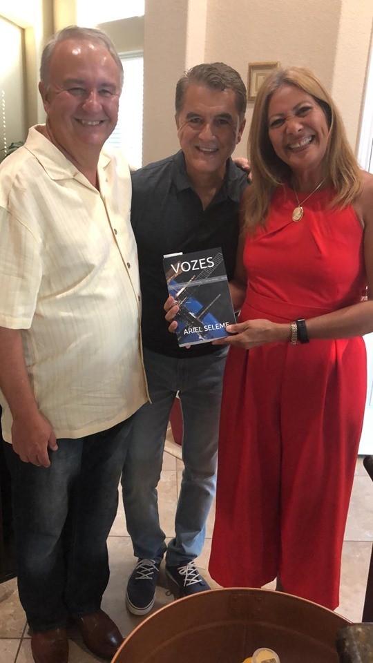 Jornal Vida Brasil Texas Ser-Ari Ariel Seleme, Vice-cônsul do Brasil em Honduras e escritor, é recepcionado pelos seus grandes amigos  de Houston, Texas. Destaques Social & Eventos