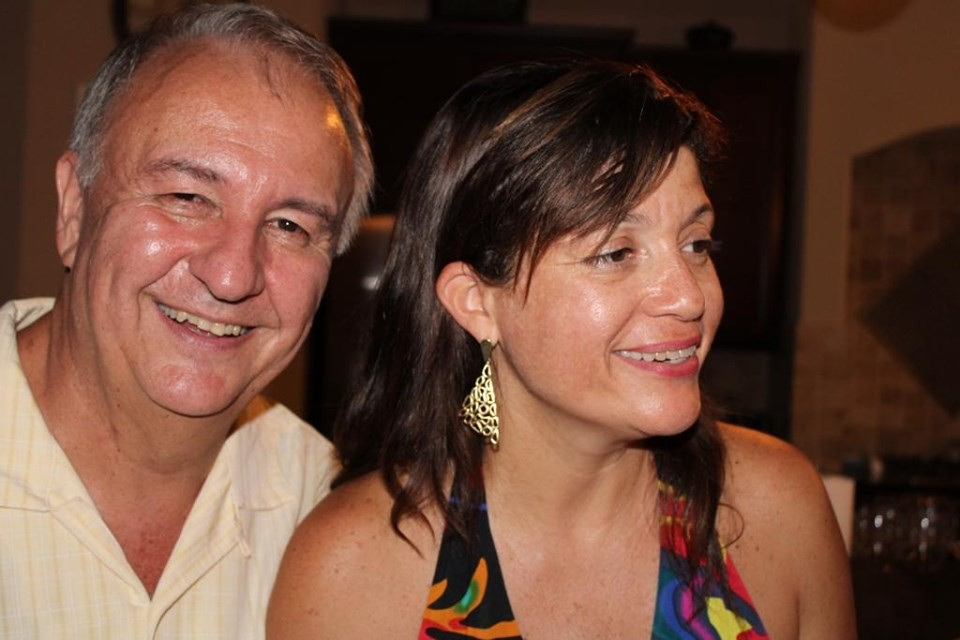 Jornal Vida Brasil Texas ariel-esposa-capa Ariel Seleme, Vice-cônsul do Brasil em Honduras e escritor, é recepcionado pelos seus grandes amigos  de Houston, Texas. Destaques Social & Eventos