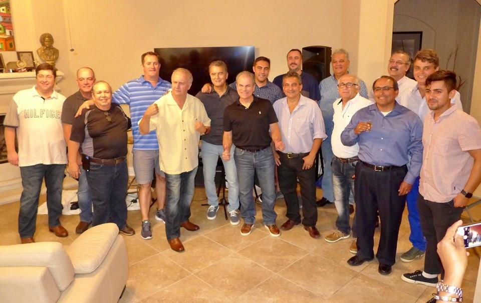 Jornal Vida Brasil Texas ariel-turma Ariel Seleme, Vice-cônsul do Brasil em Honduras e escritor, é recepcionado pelos seus grandes amigos  de Houston, Texas. Destaques Social & Eventos