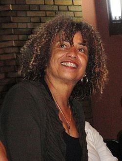 """Jornal Vida Brasil Texas Angela-D.-111 Crônica - Invocando Angela Davis:  """"Numa sociedade racista, não basta não ser racista. É necessário ser antirracista."""" Crônicas Destaques"""